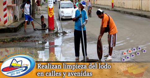Realizan limpieza del lodo en calles y avenidas