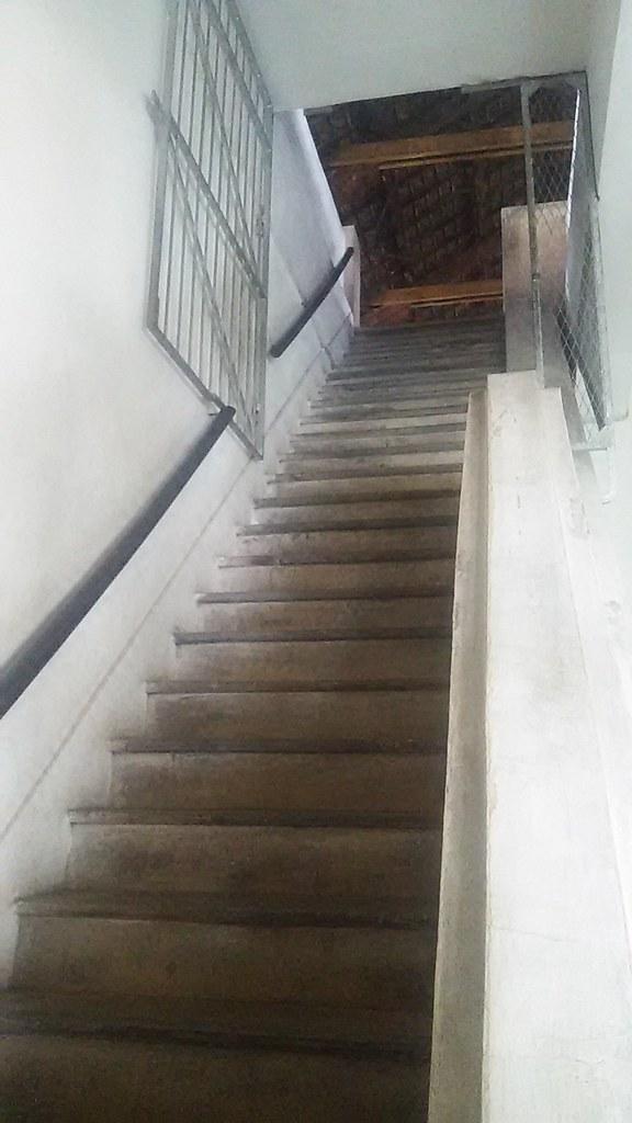 Tangga akses ke lantai 3.