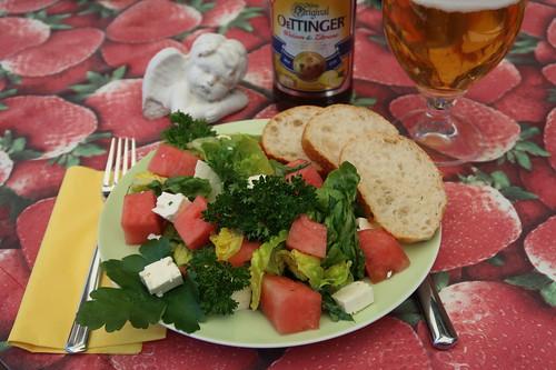 Sommerlicher Salat mit Melone, Feta und Petersilie