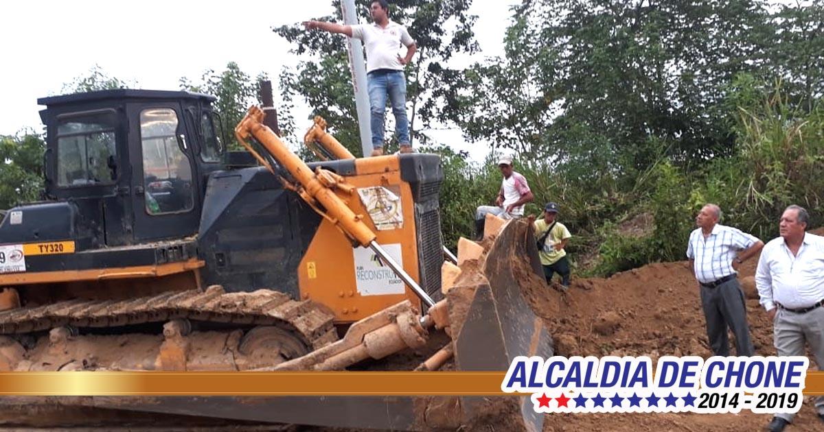 Inspección de trabajos de mejoramiento vial en Plalache