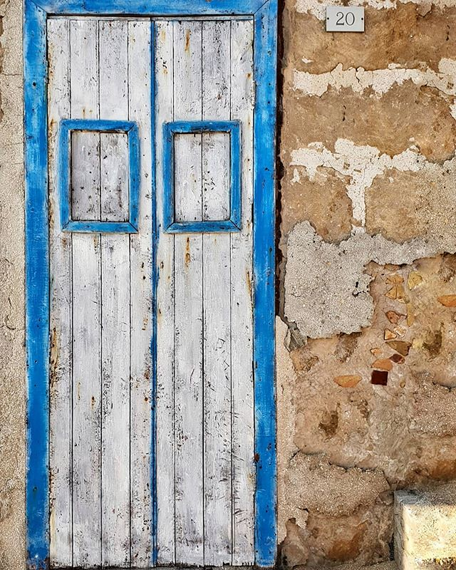 Door #marzamemi #door #white #blue #fisherman #wood #sea #sicily #sicilia #igersitalia #igers #colors #wall #photooftheday #picoftheday