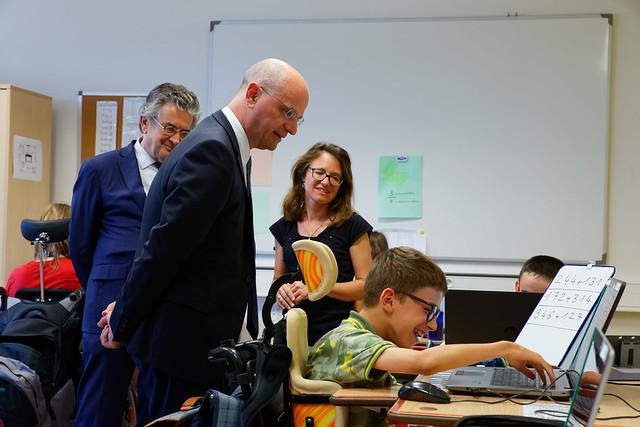 Inclusion scolaire: visite du collège Rabelais à Poitiers