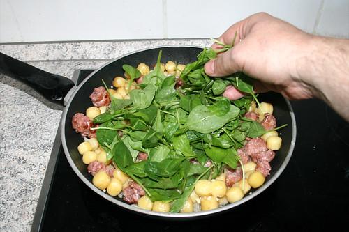 08 - Blattspinat addieren / Add leaf spinach