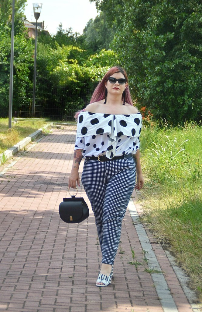 Outfit plus size mix di stampe, blusa lili la tigresse (2)