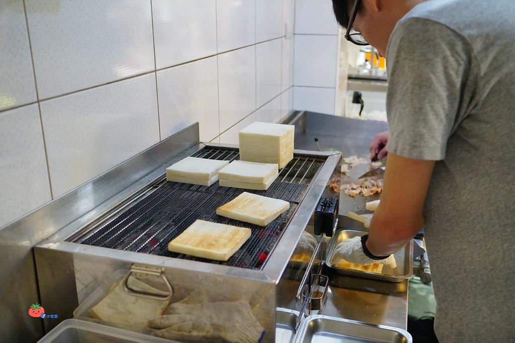 臨江夜市美食 明美碳烤吐司