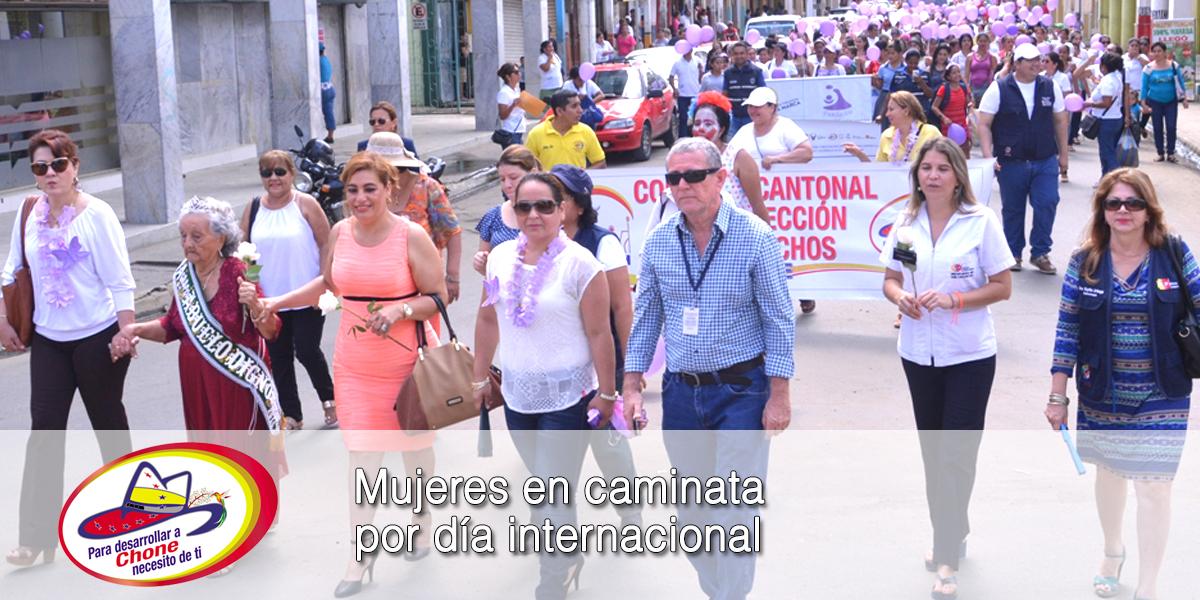 Mujeres en caminata por día internacional