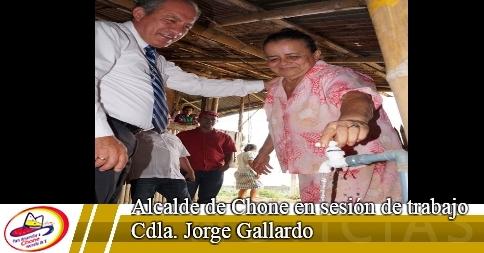 Alcalde de Chone en sesión de trabajo Cdla. Jorge Gallardo