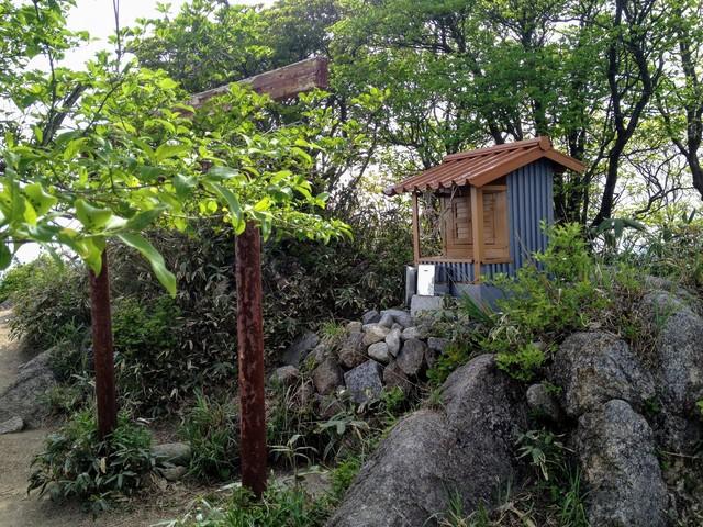 鎌ヶ岳 山頂 神社