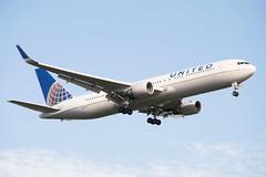 United Boeing 767-322(ER)(WL) Landing at IAH 1806111805