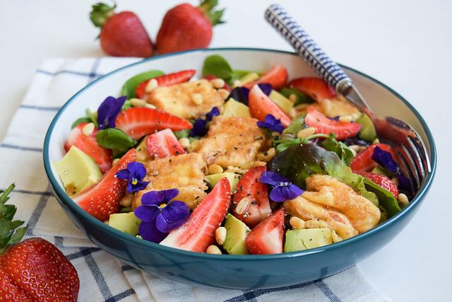 Fried Feta & Summer Strawberry Salad with Avocado #salad #feta #friedfeta #greek #cheese #strawberry #avocado