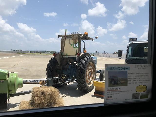 あいち航空ミュージアム 空港で働く車たち 草刈りトラクター IMG_0613