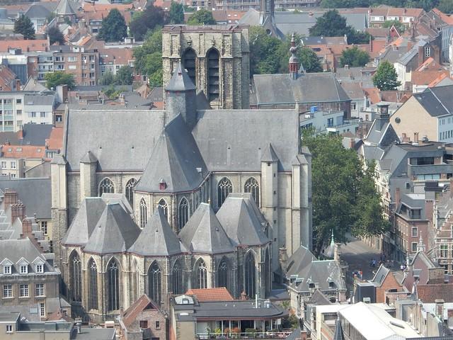 uitzicht op toren Sint-Baafskathedraal: Sint-Michielskerk