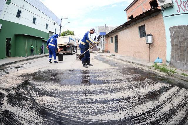 05.07.18  Obras de asfaltamento na Rua Marcos Barros bairro Gilberto Mestrinho.