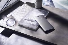 Xperia XA2 Plus_Design_silver