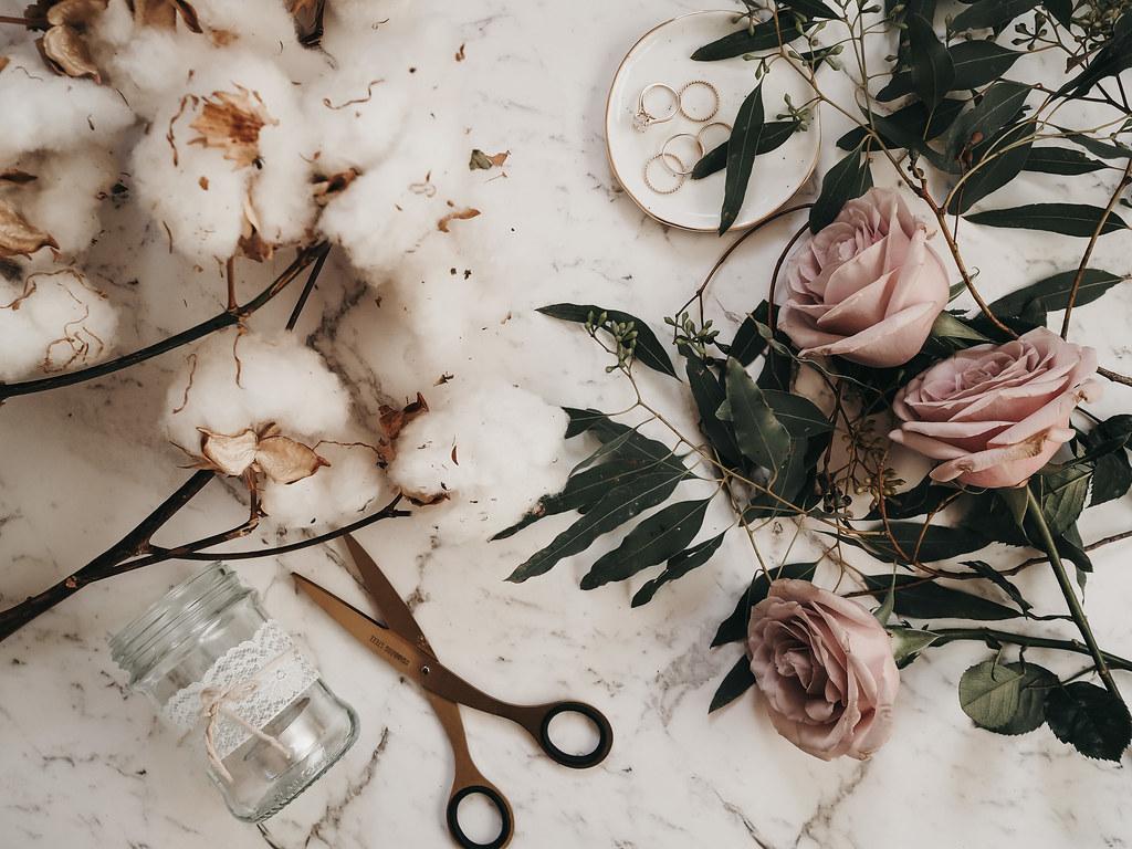 roses-cotton-eucalyptus-bouquet-winter-1