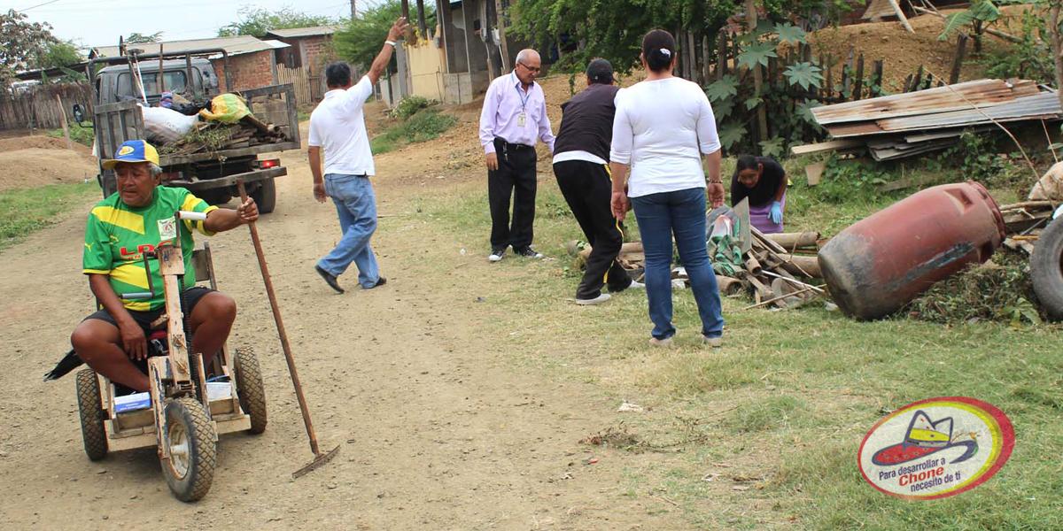 Se realizó minga de limpieza en Los Almendros