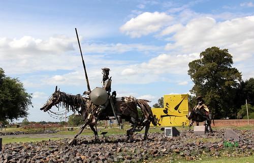 AZUL: Escultura El Quijote