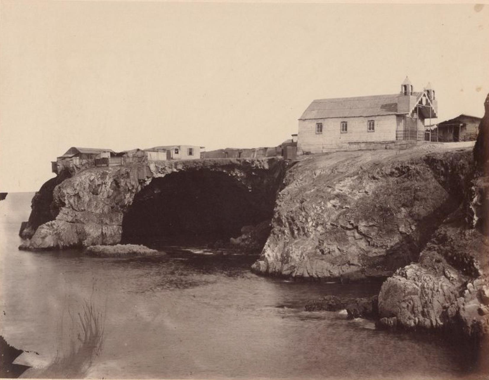 Острова Чинча. Северный Чинча, пещера в Ист-Пойнте
