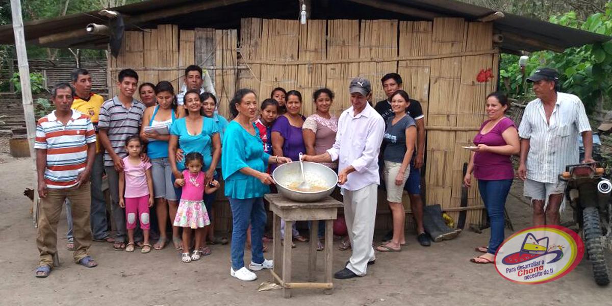Entrega de personería jurídica en comunidad El Mate de La Fortuna