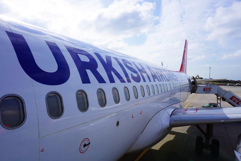 土航波音737-300近拍