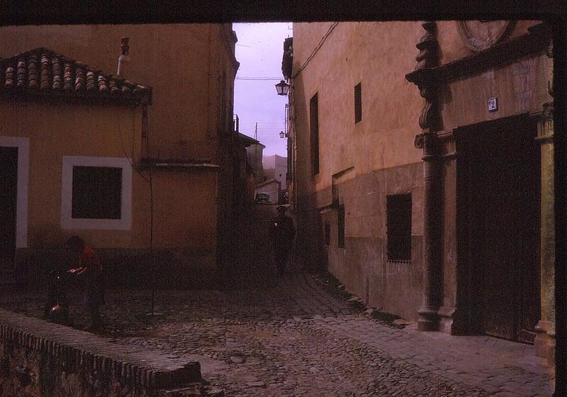 Convento de Jerónimas de la Visitación, o de la Reina en el Corralillo de San Bartolomé de Toledo en abril de 1963. Película Kodachrome. Donación de la familia Burgos.