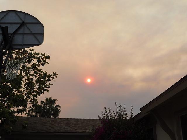 P1040240 Goleta red sun thru Sherpa Fire smoke clouds