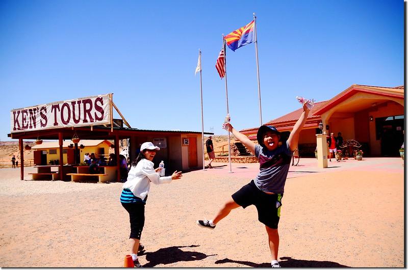 Ken's Lower Antelope Canyon Tours (1)