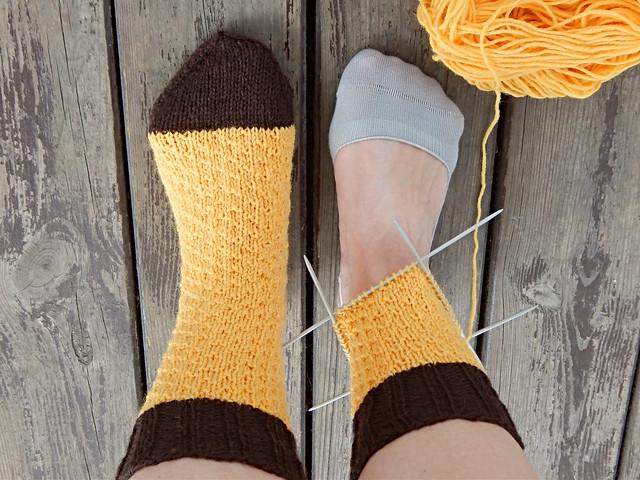Носки из пряжи Новита, сверху вниз с пяткой стронг. Узор из Гермионских носков | HoroshoGromko.ru