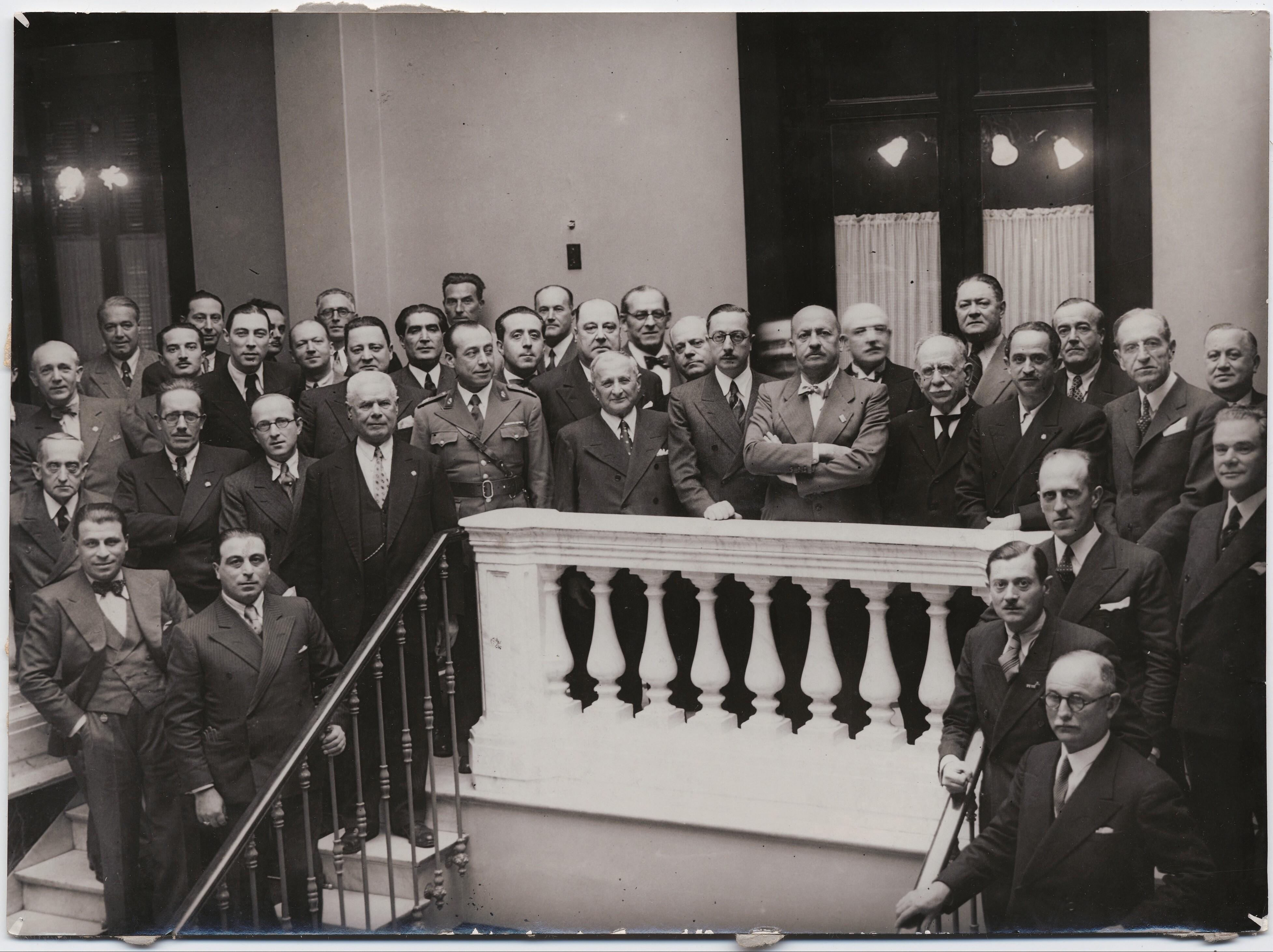 1926. Монтевидео, Уругвай. Маринетти с поклонниками