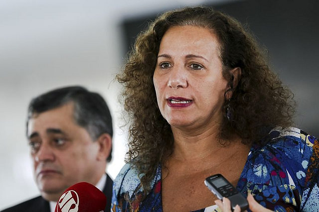 "Jandira Feghali: ""Over one million families in Brazil are once again cooking with firewood and alcohol. It's a life hazard."" - Créditos: Marcelo Camargo/Agência Brasil"