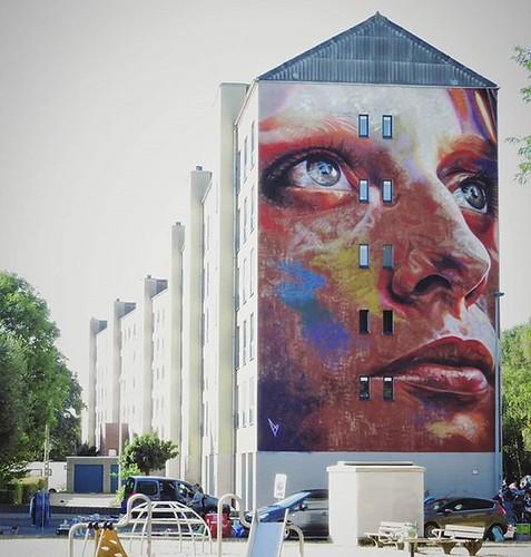 Looking away from the sun / #art by #DavidWalker. . #dendermonde #Belgium #graffiti #urbanart #graffitiart #streetartbelgium #graffitibelgium #visitdendermonde #urbanart_daily #graffitiart_daily #streetarteverywhere #streetart_daily #ilovestreetart #igers