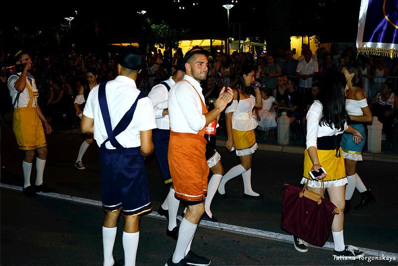 Группа в костюмах баварцев