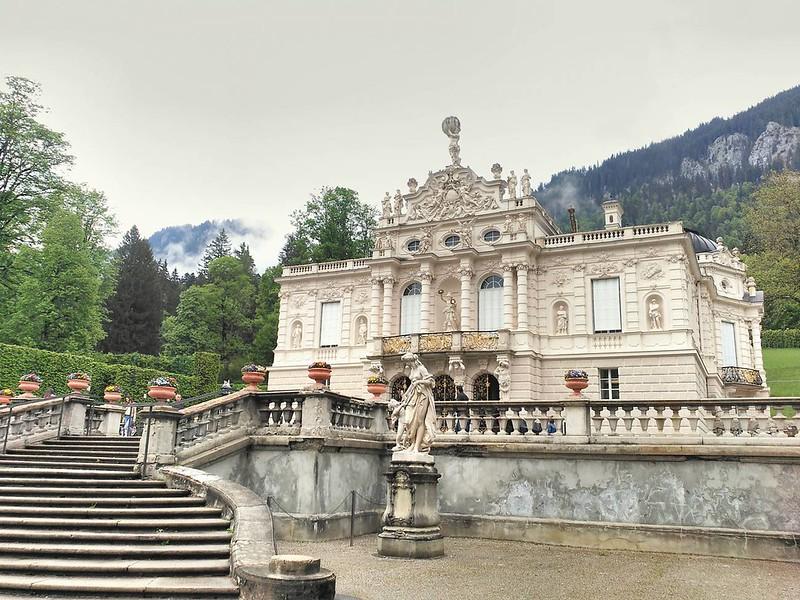 Linderhof es uno de los castillos que mandó construir el monarca Luis II en Baviera