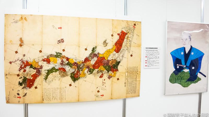 長久保赤水作成日本地図と自画像(上記展示会にて撮影:筆者)