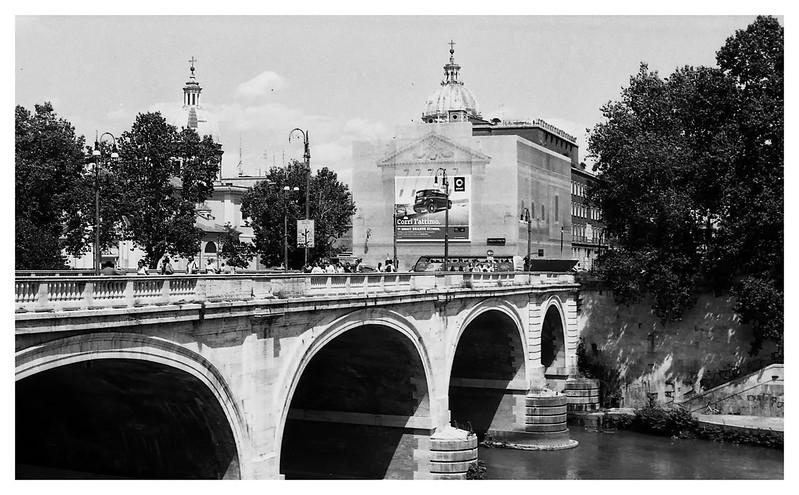 rome along tiber 06