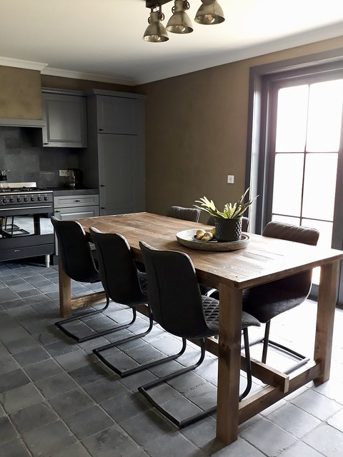 Eethoek keuken leren stoelen landelijke stijl
