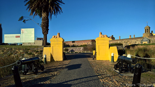 The entrance to the Castle of Good hope welcomes you with two cannons.