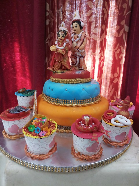 Wedding Bengali Cake with Cupcakes by Khusboo Jaiswal