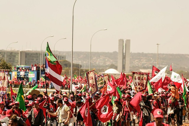 Três colunas da Marcha Nacional Lula Livre se encontraram por volta das 11h na Esplanada dos Ministérios - Créditos: Leonardo Milano