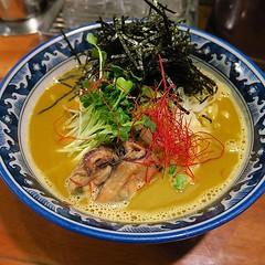 排隊店等了又等實在唔想第,特地去錦系町的拉麵小店,來一個蠔拉麵,喝口湯也是濃郁蠔味,好好吃! 【浪遊旅人】https://ift.tt/1zmJ36B #backpackerjim #dinner #japanese #food #restaurant #oysters #noodles #kamishimachi #tokyo #japan