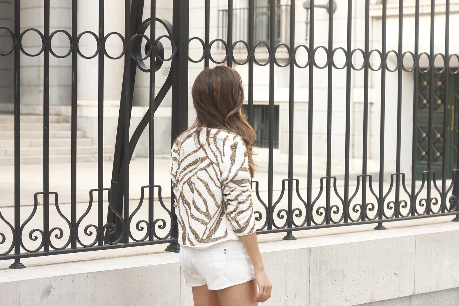 white sequin jacket white denim shorts sandals summer outfit street style 201809