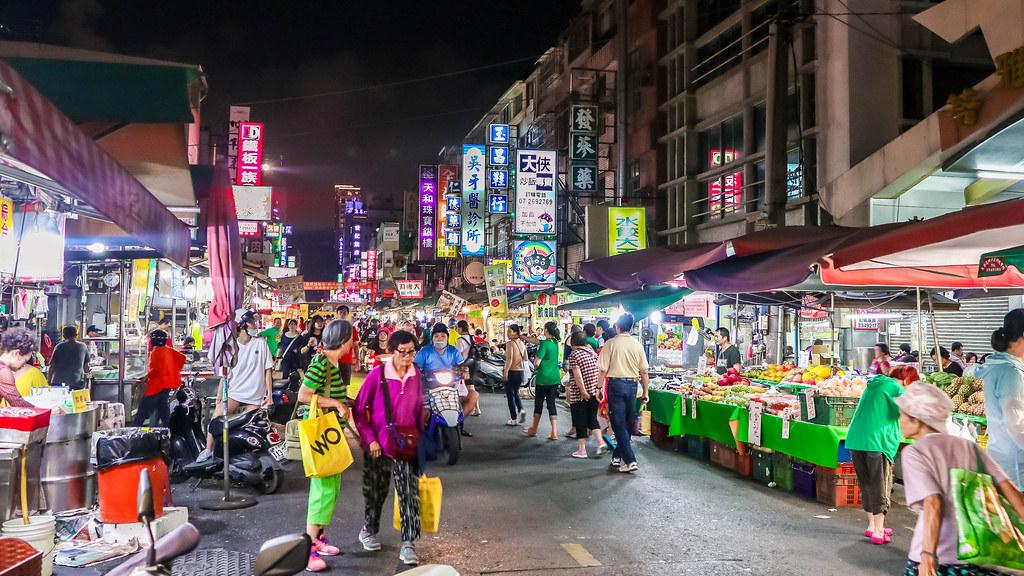 ling-ya-night-market-alexisjetsets