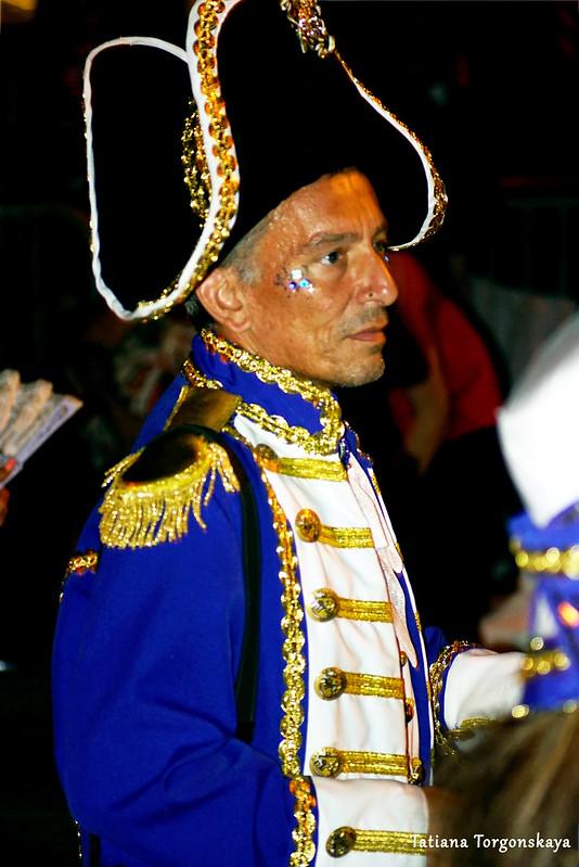 Мужчина из карнавальной группы Риеки