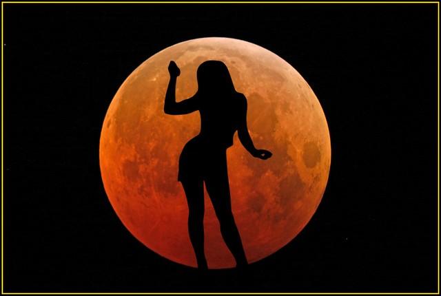 ♫•*¨*Moonlight Shadow.....*¨*•♫