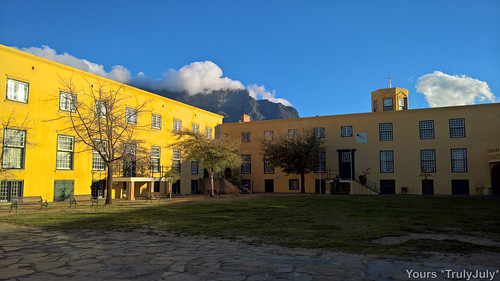 Table Mountain in the back of the courtyard at the Castle of Good Hope.