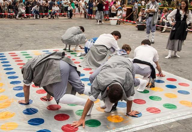 Twister en la plaza de la Provincia