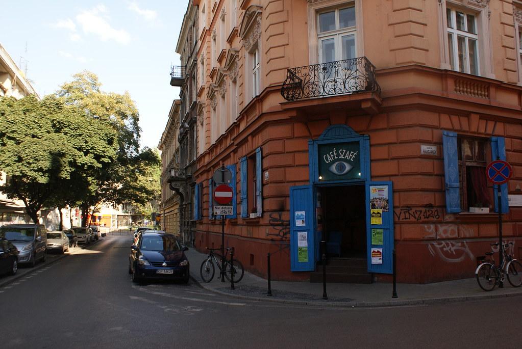 Le Café Szafé au coin de la librairie Massolit à Cracovie.