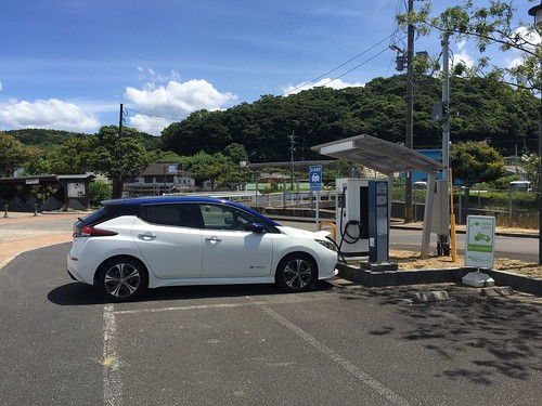 道の駅みなまた で急速充電中の日産リーフ(40kWh)