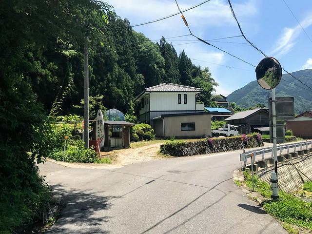 鎗ヶ先 寺本登山口への道 ミラー交差点 左折