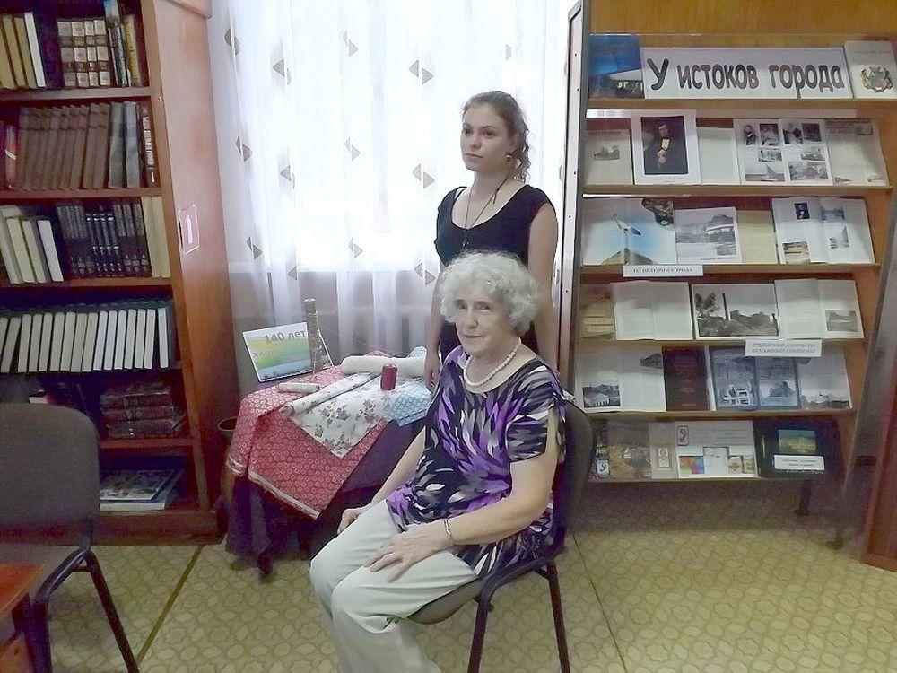 Мария Сергеевна Хлудова и ее внучка Варвара